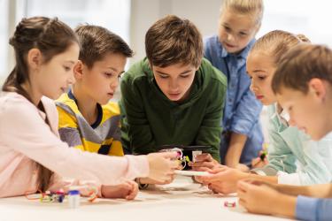 Jak wybierać zabawki edukacyjne? Pomysły na prezenty dla dzieci