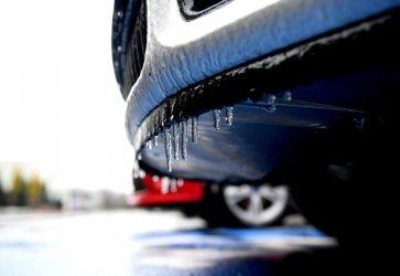 Synoptyk IMGW: deszcz na zachodzie oraz śnieg w centrum i na wschodzie kraju; gołoledź na drogach