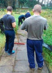 Osadzeni z piotrkowskiego Aresztu sprzątali żydowski cmentarz
