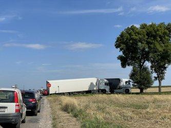 Ciężarówka zablokowała DK91
