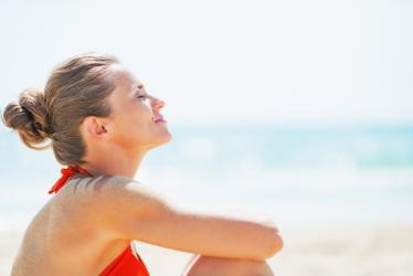 Jak chronić się przed promieniowaniem UV i zniwelować uczulenie na słońce?