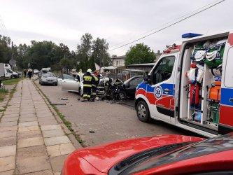 Zderzenie dwóch aut w Sulejowie. Dwie osoby ranne