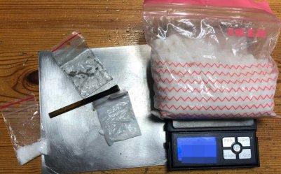 Kobieta zatrzymana ze znaczną ilością narkotyków. Dwie osoby aresztowane