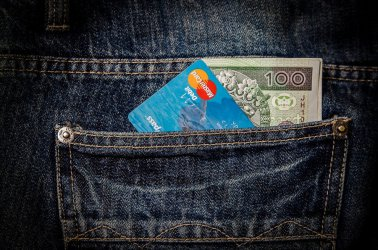 Jak pożyczać pieniądze by tego nie żałować?
