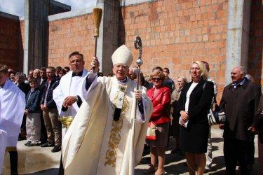 Arcybiskup święcił nowy kościół w Piotrkowie