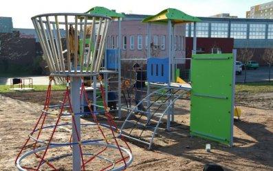 Plac zabaw i siłownia plenerowa przy SP 2