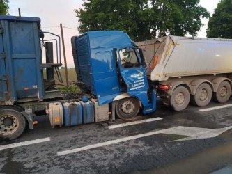 Wypadek na DK12. Zderzyły się ciężarówki