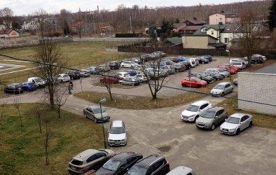 Więcej pojazdów zaparkuje przy szpitalu