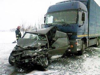 Groźny wypadek w Mzurkach - na drogach ślisko