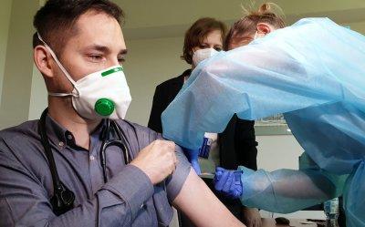 W Piotrkowie rozpoczęły się szczepienia na Covid-19 (GALERIA)