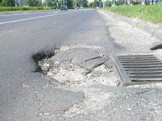 Dziury w drogach nadal dokuczają mieszkańcom