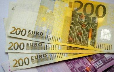 Czy powinniśmy przyjąć euro?