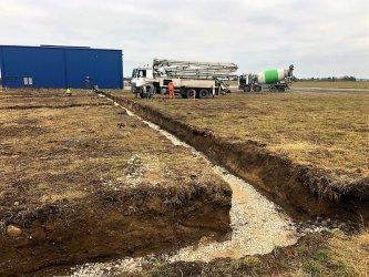 Powstaje kilka nowych hangarów na piotrkowskim lotnisku