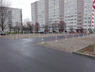 Parking przy ul. Kobyłeciego świeci pustkami