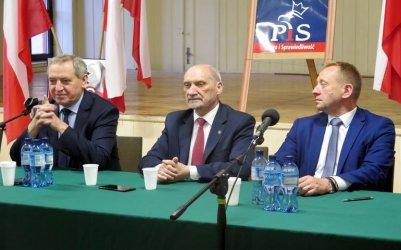 Co dalej z S12 i pogłębianiem Pilicy? Politycy PiS na spotkaniu w Sulejowie