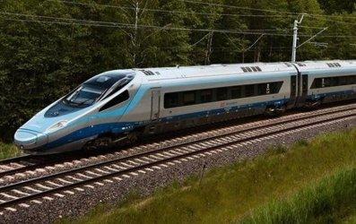 Pod Opocznem ewakuowano z pociągu 380 osób. Ruch na Centralnej Magistrali Kolejowej już wznowiony