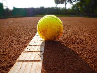 Jak wybrać najlepsze buty do tenisa?