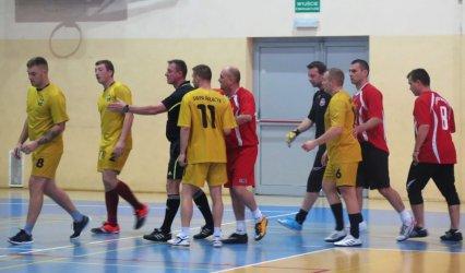 Drużyny klubów abstynenckich grały w halówkę