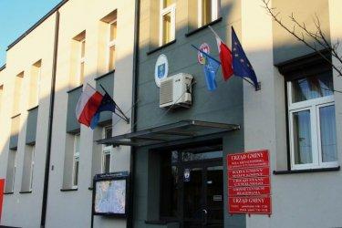 """Przeprosili gminę Wola Krzysztoporska za """"unijną flagę"""""""
