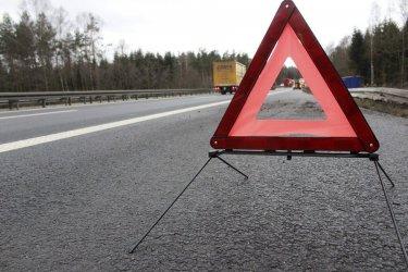 Zderzenie dwóch cieżarówek i osobówki w Niechcicach