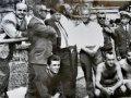 """Zbigniew Krystman - siedzi jako pierwszy z lewej. Zdjęcie wykonano podczas obozu szkoleniowego KS """"Concordia"""" w ośrodku Floty Gdynia. Foto: archiwum KS """"Concordia"""""""