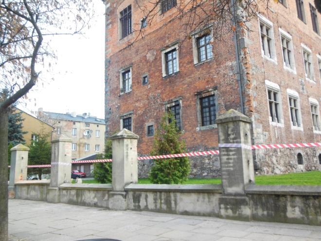 Zniknęło ogrodzenie sprzed piotrkowskiego muzeum