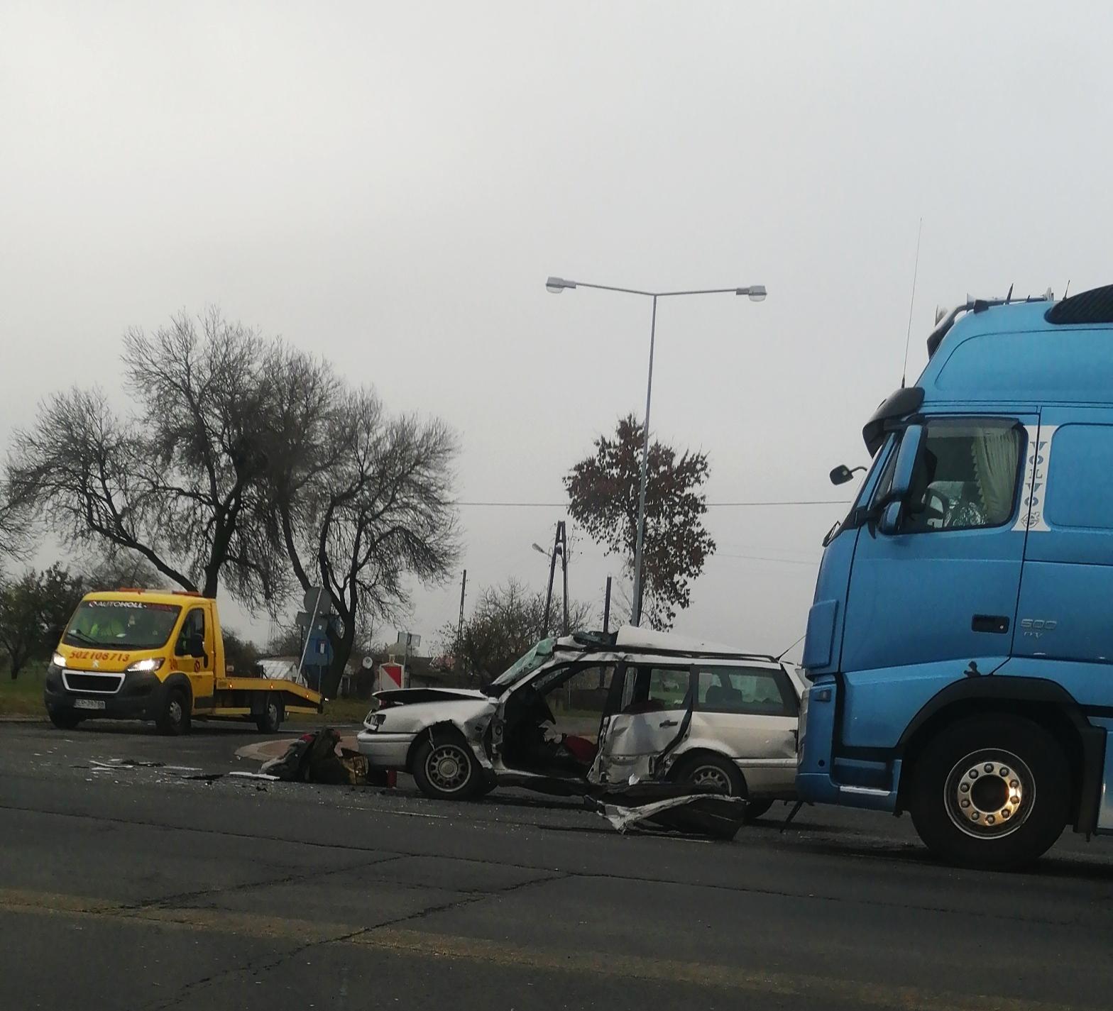 Wypadek na DK nr 74 w pobliżu magazynów