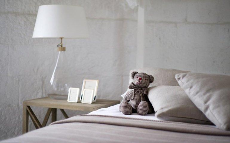 Stylowa pościel do sypialni - jaką wybrać: bawełna, satyna czy kora?
