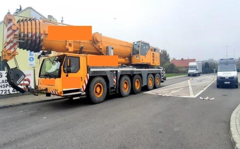 Bez zezwolenia jechał DK 74. Dźwig ważył prawie 60 ton