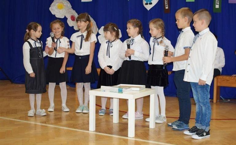 Ślubowanie pierwszaków w szkołach w gminie Grabica