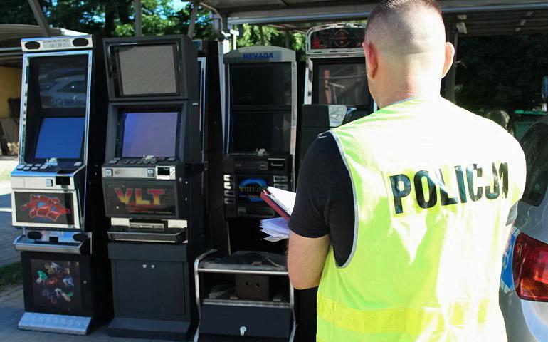 Hazard w piwnicy. Aresztowany 43-latek może zapłacić nawet 1,5 mln grzywny