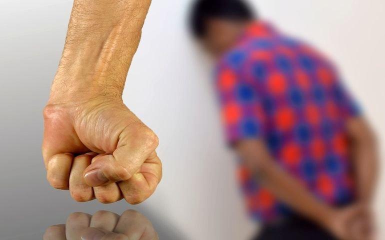 Wola Krzysztoporska: 17-latek zgwałcił 9-letniego chłopca