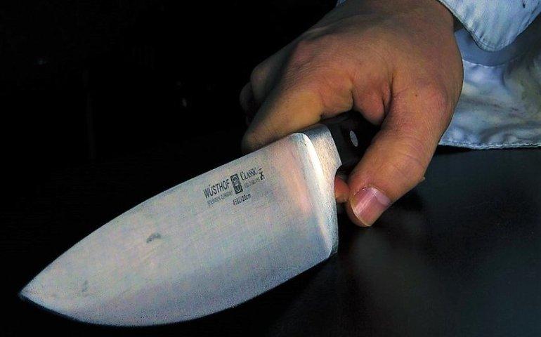 Ugodził znajomego nożem i sam zgłosił się na komendę