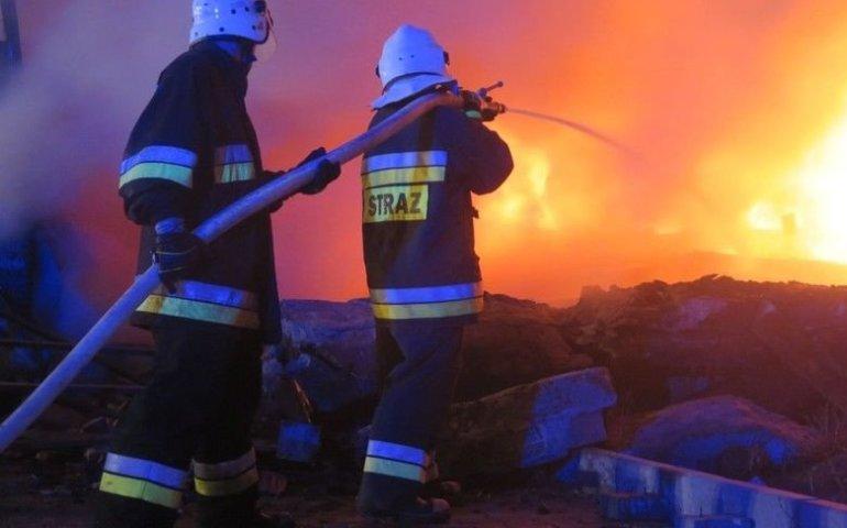 Pożar składu opon w Sławnie