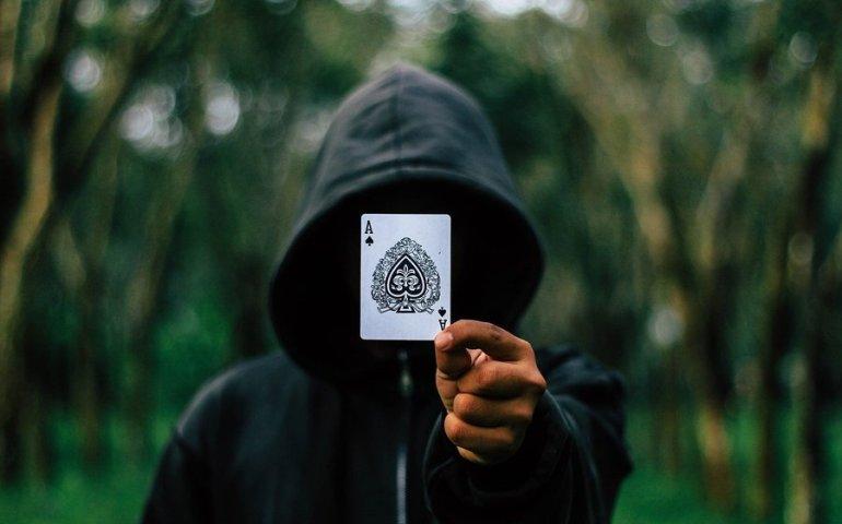 Pokerowa twarz - niezbędnik pokerzysty?