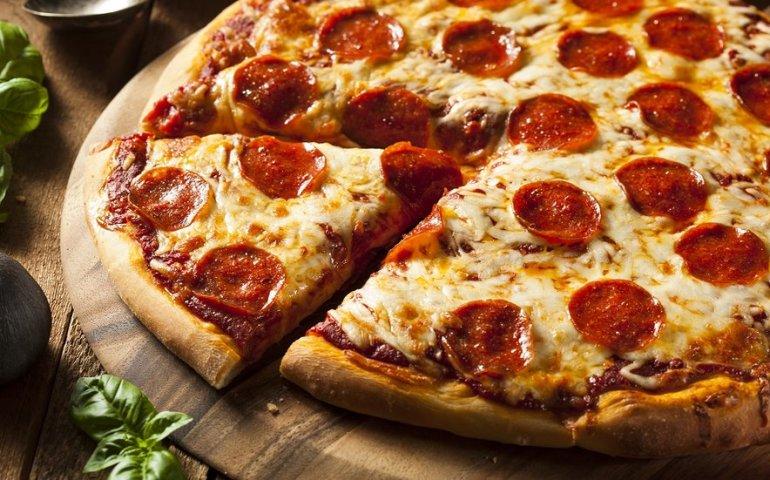 Włoska pizza, przepis na ciasto jak z pizzerii