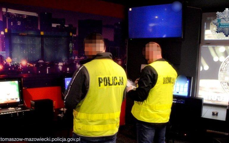 Policjanci przejęli nielegalne automaty do gier