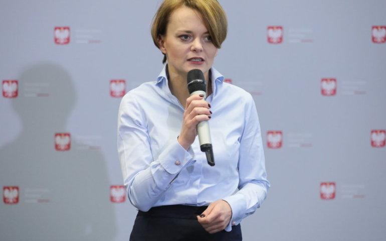 Emilewicz: nie przewidujemy wznowienia handlu w niedziele