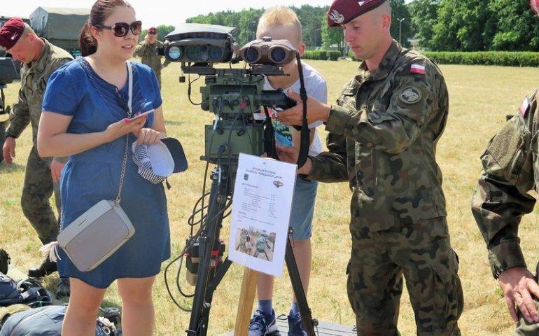 Żołnierze organizują wyprawkę szkolną dla dzieci z Kosowa
