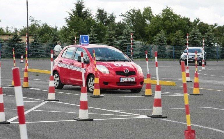 EP czy EPI - kto lepszym kierowcą?