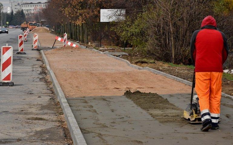 Ścieżka rowerowa i nowy chodnik na Wroniej