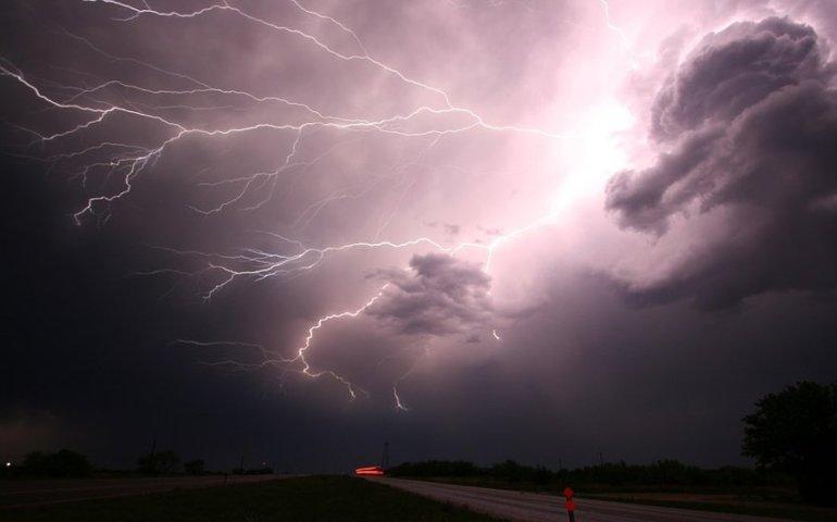 Uważajcie na intensywne opady deszczu i burze