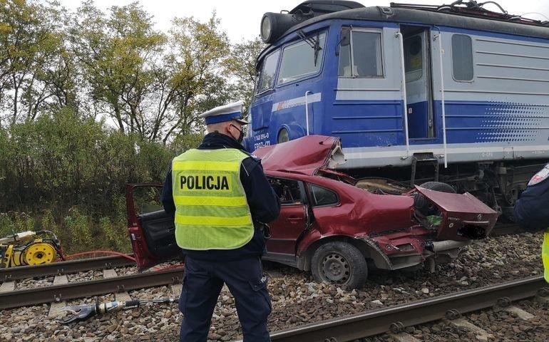 Dwie osoby zginęły w wypadku na przejeździe kolejowym