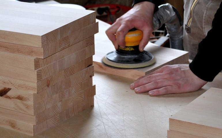 Sprawdź najlepsze narzędzia do obróbki drewna