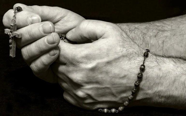 Każdy może dołączyć do modlitwy różańcowej
