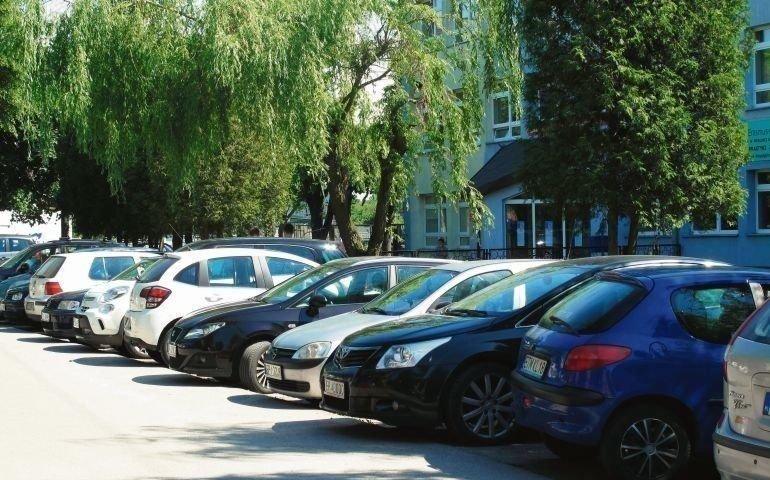 Coraz więcej samochodów w Piotrkowie