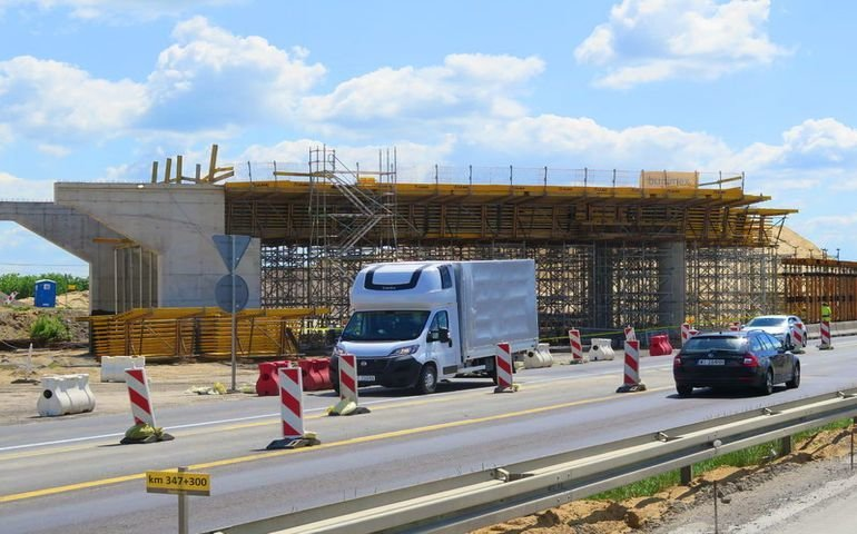 Przez budowaną A1 pędzą na złamanie karku