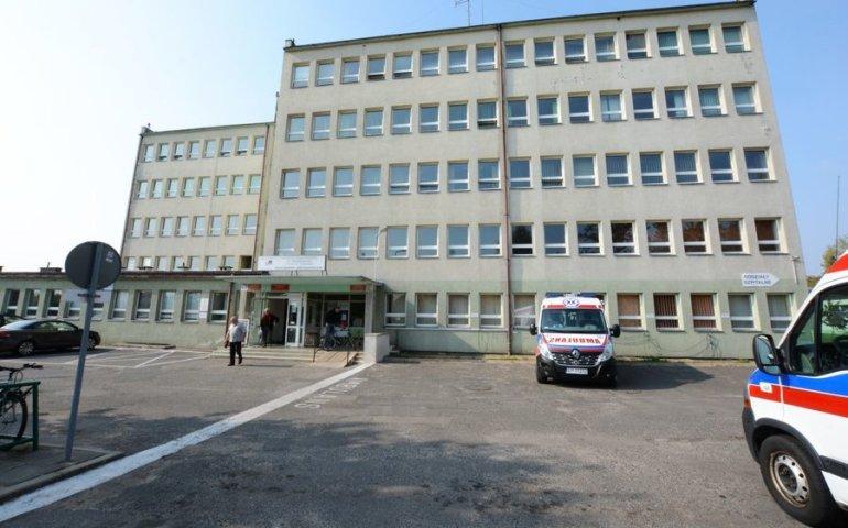 Dwóch lekarzy ze szpitala wojewódzkiego z koronawirusem